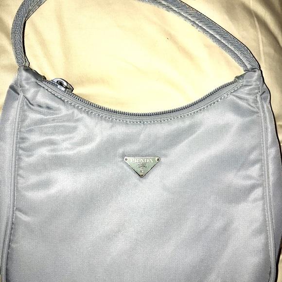 01739835321 Prada Vintage Tessuto Light Blue Gray Nylon Bag. M 5ae0de6f1dffda4ecb7dc92f